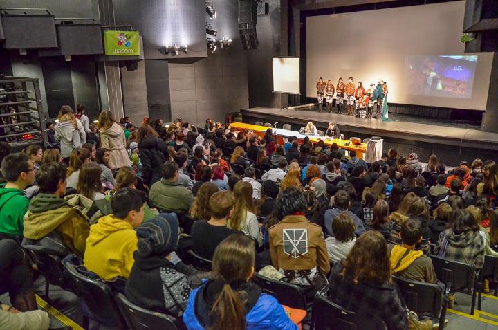 Puna bioskopska sala Doma omladine, prvi dan konvencije